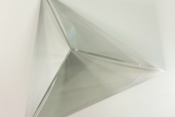 crystal-glass-equilateral-pyramid