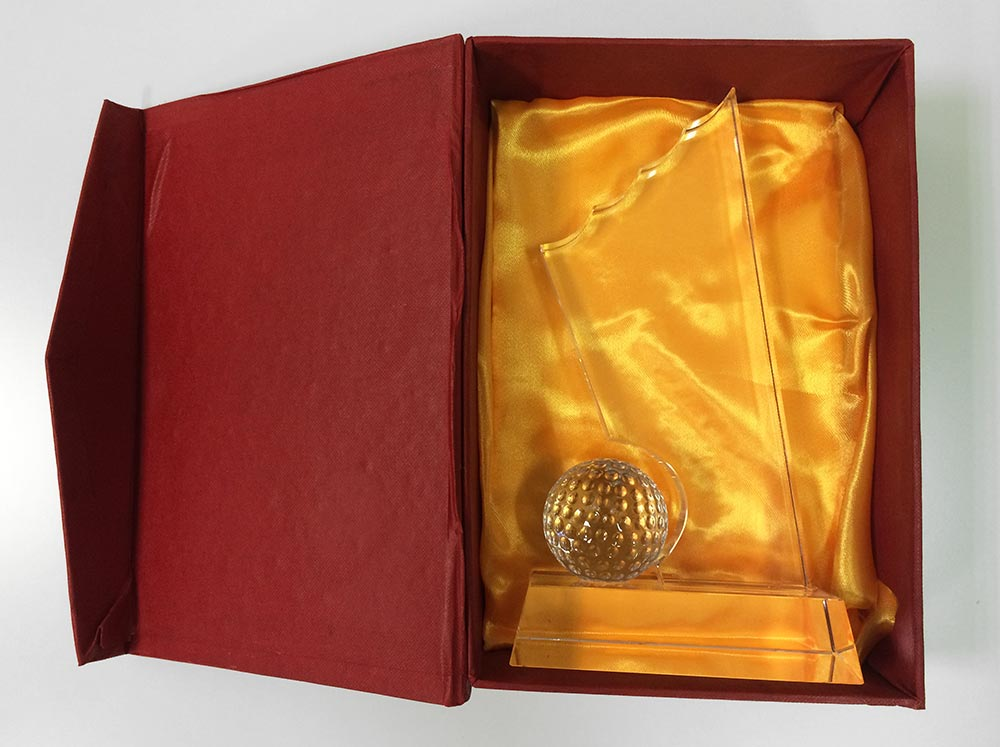 glass-golf-trophy-in-the-box