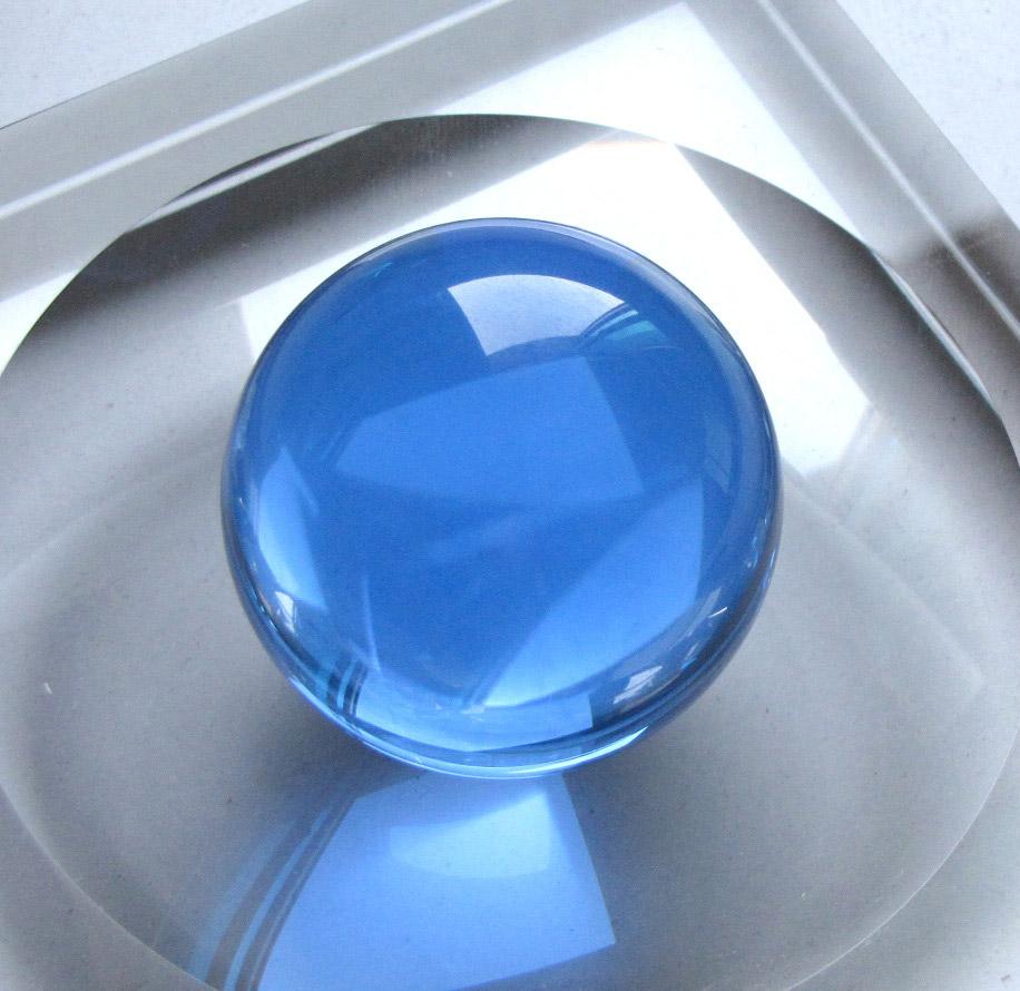 glass-sphere-light-blue